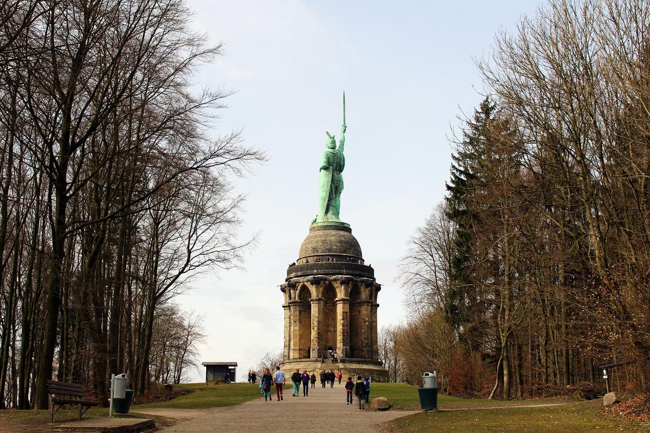 hermann-memorial-1769770_1280